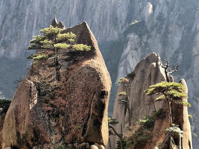 旅游景区雕像攀爬