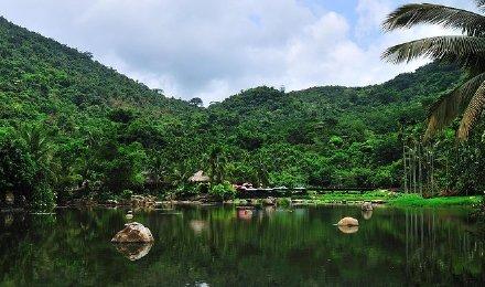 保亭呀诺达热带雨林景区(真人cs/踏瀑戏水/养生药膳自助餐/一价全包