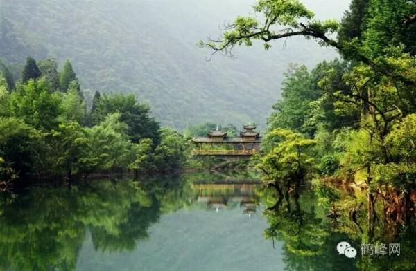 湖北省恩施鹤峰县新寨村的躲避峡,八角岩大峡谷之行