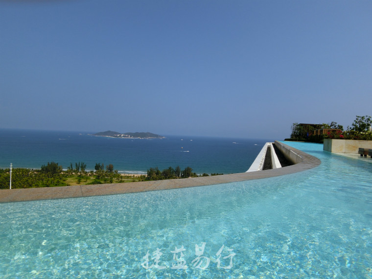 无边界泳池_酒店13层有视觉震撼的无边界泳池,可远观蜈支洲岛美景.