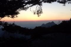 到丹霞峰上看日出日落