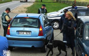 【立陶宛图片】实拍立陶宛边境的美女猎犬缉毒