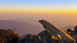 泰山景点-拱北石