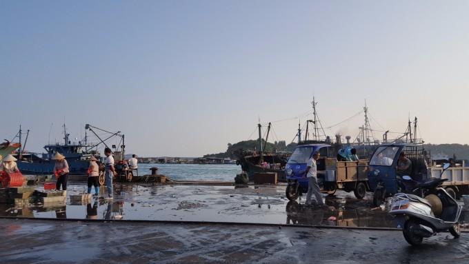 东山渔船风景图