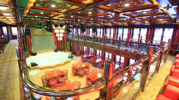 欣赏千岛湖的沿湖酒店,度假房产的灯火阑珊,感受千岛湖大桥,环湖公路