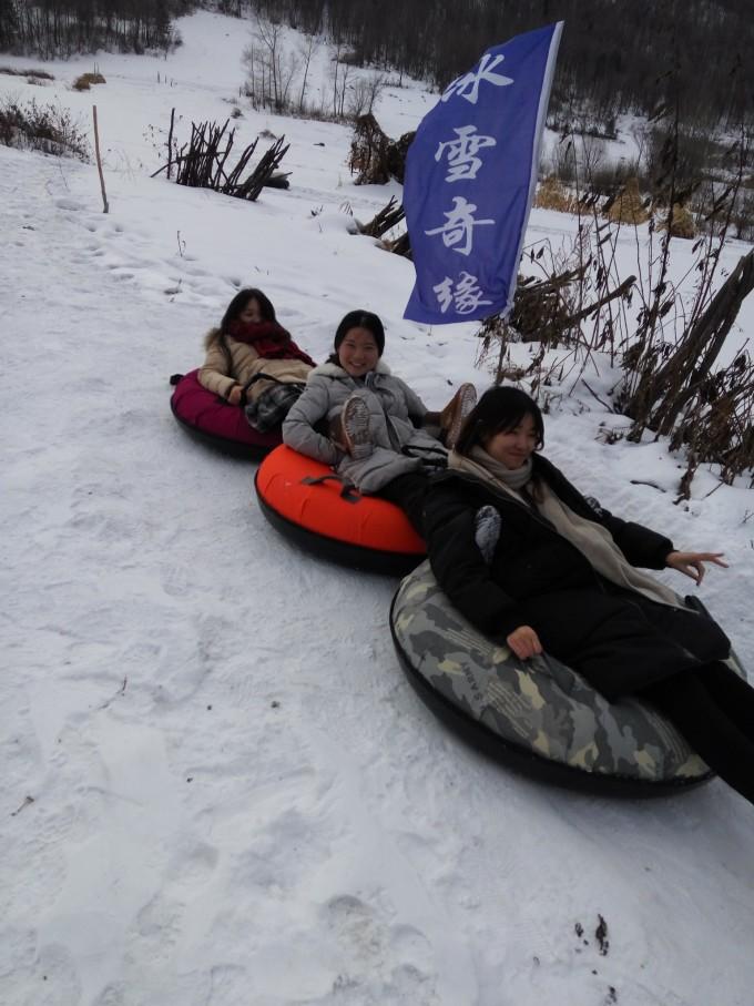 南方姑娘们第一次感受冰天雪地的乐趣a姑娘雪爱女美生图片