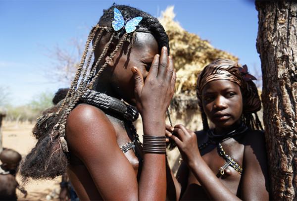 纳米比亚:红泥贯穿一生的辛巴女人